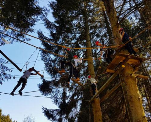 Rope Course tijdens een schoolkamp in de Ardennen