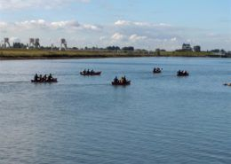 Kanovaren aan de Rhederlaagse Meren tijdens een bedrijfsuitje in Gelderland