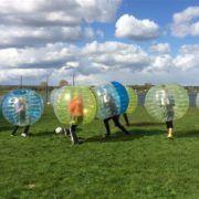 Bubbelvoetbal tijdens een uitje in Gelderland