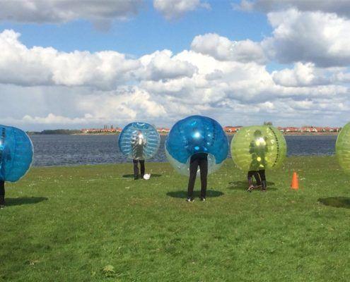 Bubbelvoetbal tijdens een leuk uitje in Gelderland