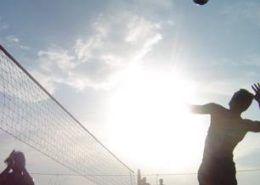 Beachvolleybal tijdens een bedrijfsuitje