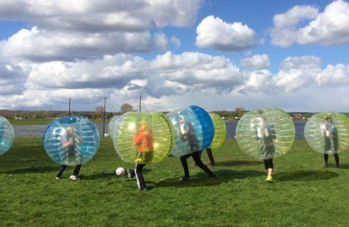 Bubbelvoetbal als leuke activiteit tijdens een uitje in Gelderland
