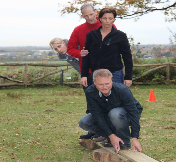 'Eilanden oversteek' tijdens een teambuilding en training in Gelderland