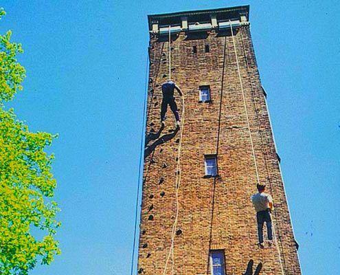 Klimmen op de toren tijdens een bedrijfsuitje