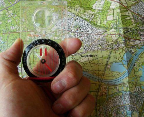 Kaart & kompas tijdens een personeelsuitje in Gelderland