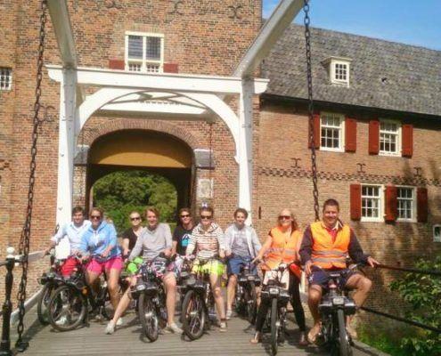 Solex tour tijdens een vrijgezellendag in Gelderland