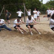Touwtrekken tijdens een zeskamp