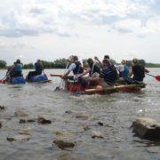 Uitdagende activiteit vlotbouwen tijdens een uitje in Gelderland