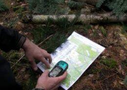 Hiking kaart en gps tijdens een personeelsuitje in Gelderland