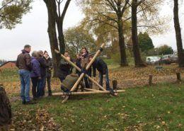 Katapult bouwen tijdens een teambuilding in Gelderland