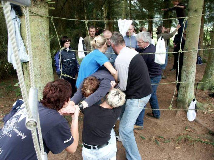 Spinnenweb tijdens een teambuilding en training in Gelderland