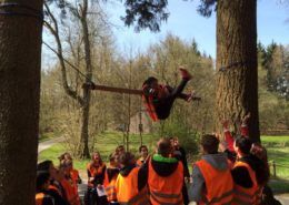 Teambuilding onderdeel 'Swing-over' in Gelderland