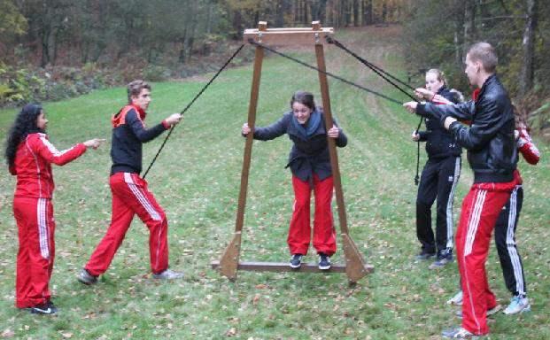 Activiteit 'Wandelende A' tijdens een training en teambuilding in Gelderland