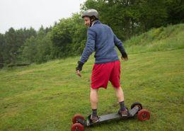 Mountainboarden tijdens een bedrijfsuitje in Gelderland
